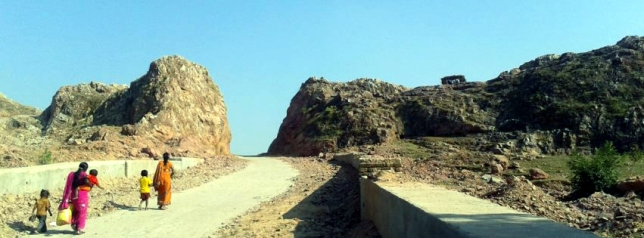 Road dashrat-manjhi-d 30 ft wd 22 yrs