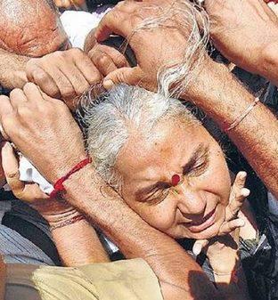 medha patkar violence on fb 0914