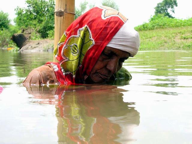 Woman in Water in Satyagraha