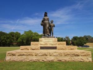 pioneer-woman-statue