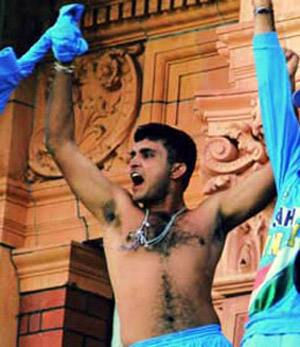 Ganguly takes Shirt off