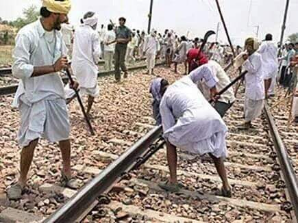 Jats uproot the rail road