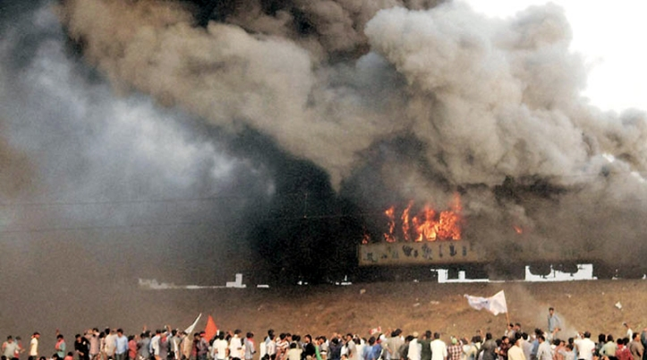 trains set on fire andhra-tuni-protests feb 16
